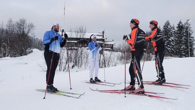 Carine og Åsmund plukker opp smarte teknikktips før de skal ut og teste i praksis.
