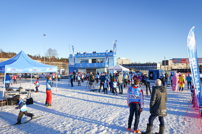 Barna strålte om kapp med sola på Visma Ski Classics 4 Kids.