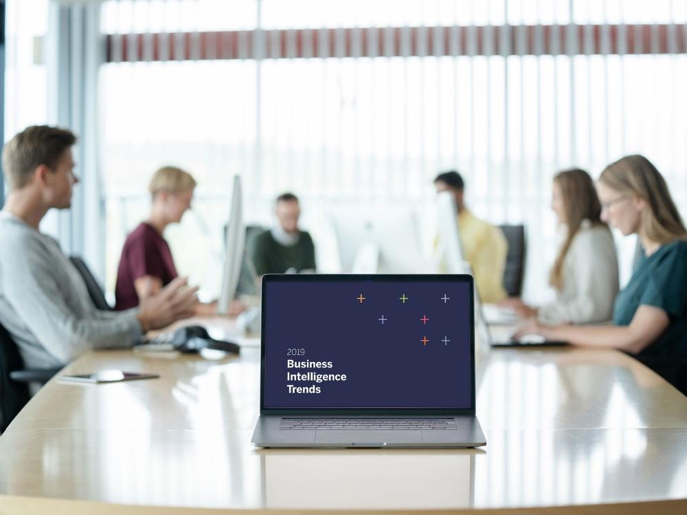 Skjerm med Business intelligence trender 2019