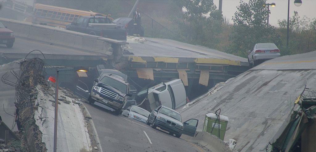 Bilde av en bro som har kollapset