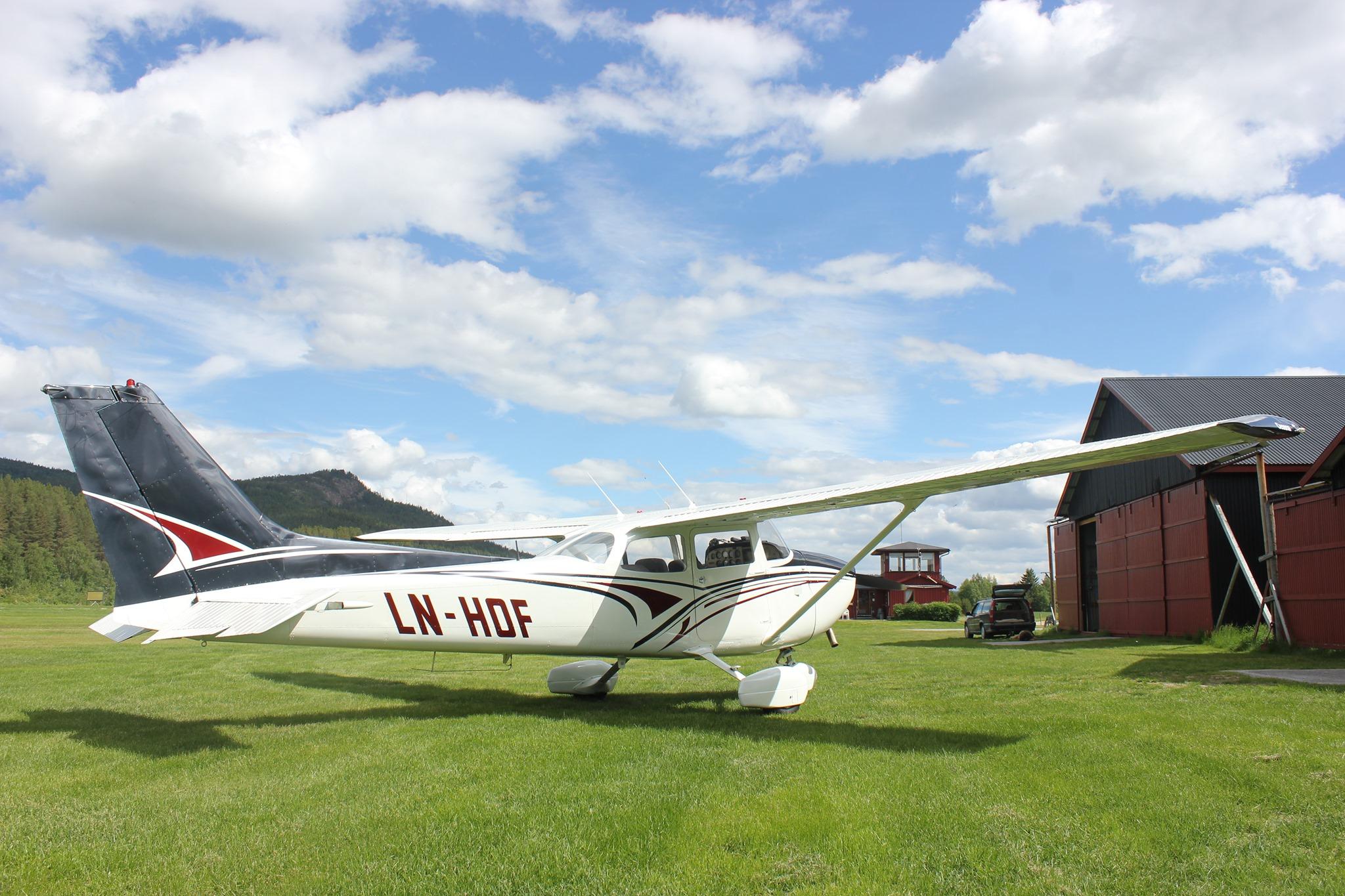 Økonomistyring var en utfordring i Tynset Flyklubb, og de trengte en bedre løsning for å holde kontroll på økonomien. Svaret ble et nettbasert regnskap.