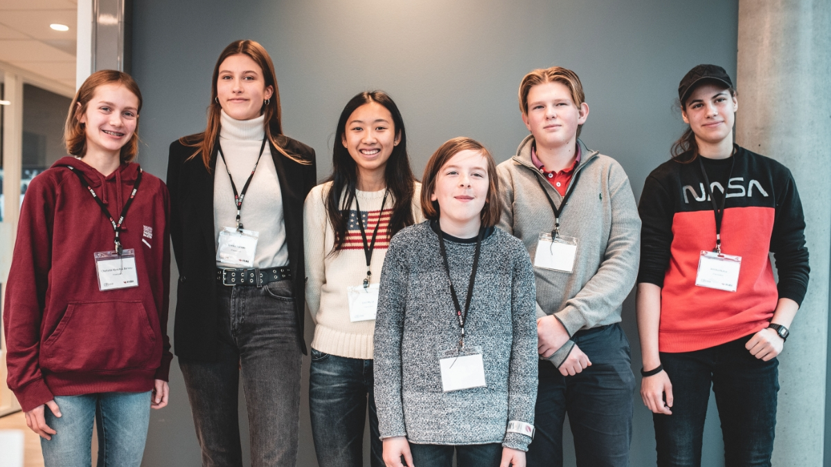 Disse seks elevene fikk prøve seg som IT-konsulenter for én dag.