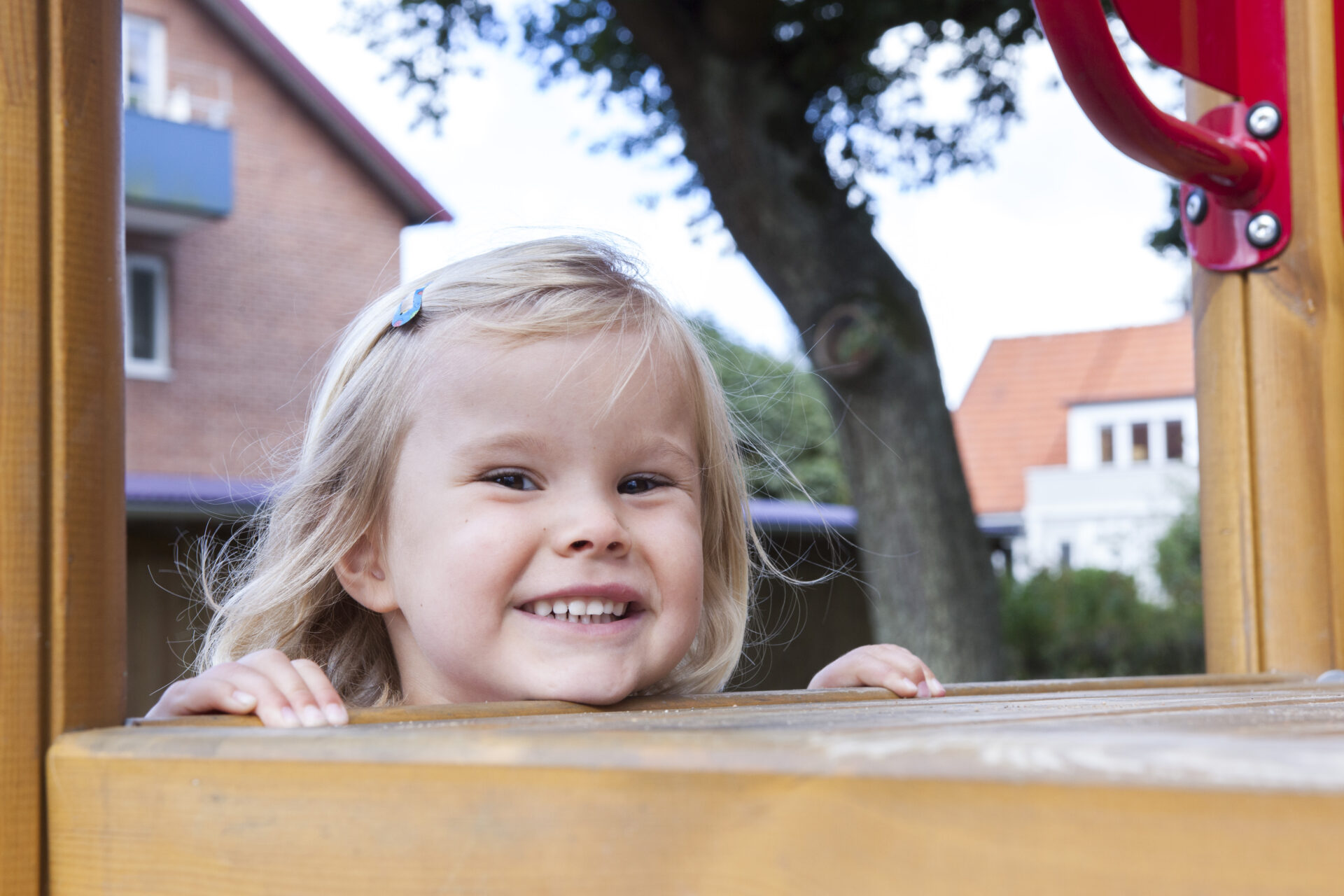 Glad jente i barnehagen