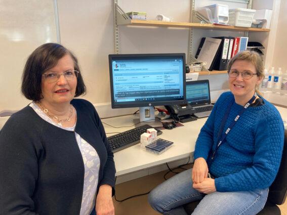 Sykepleierne Marie Faksvåg (t.v.) og Bente Rånes i hjemmetjenesten Kristiansund er veldig fornøyde med Kjernejournal.